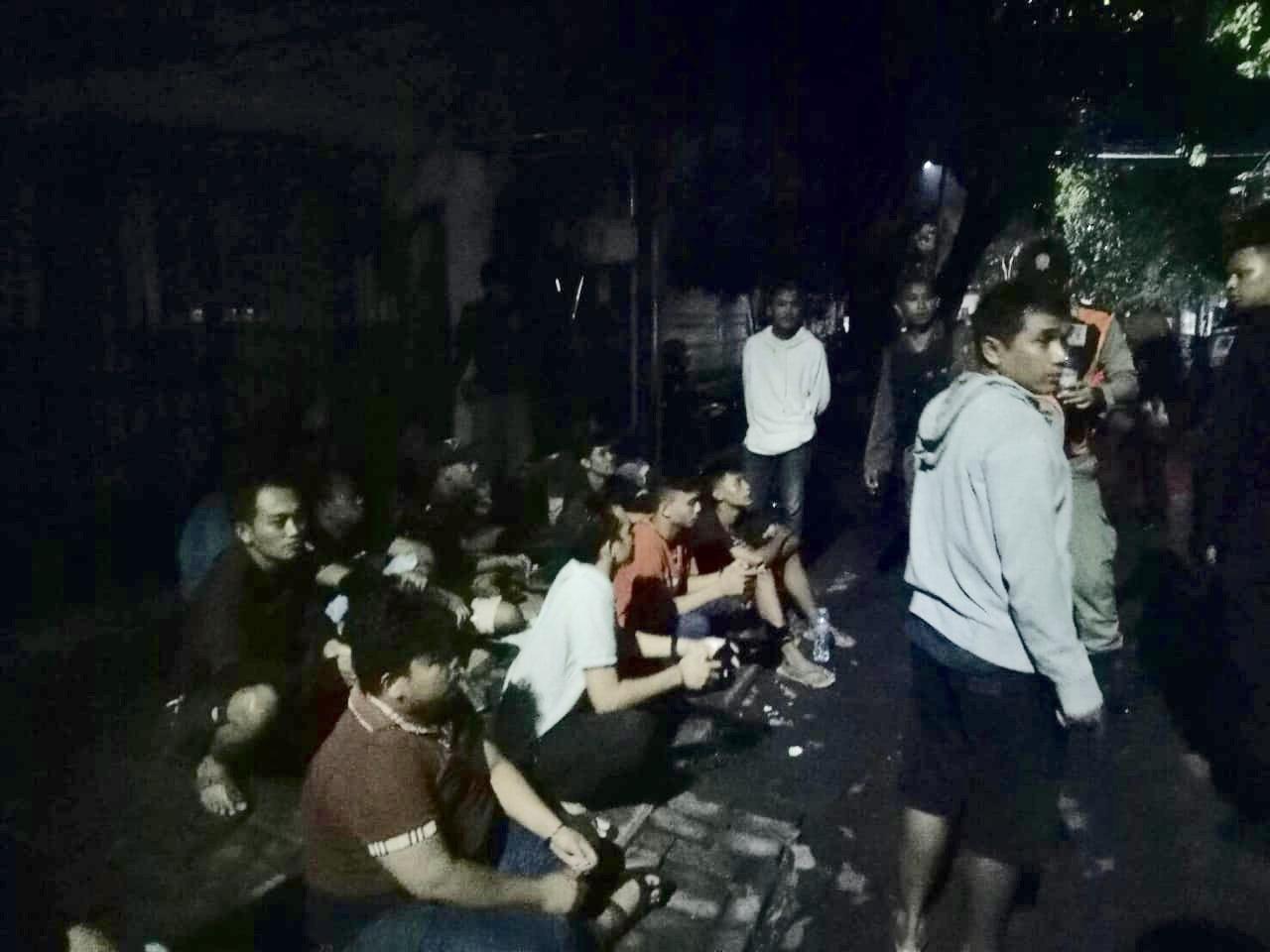 Belasan Pemuda Pesta Miras, Kalang Kabut Saat Diamankan Satpol PP Surabaya
