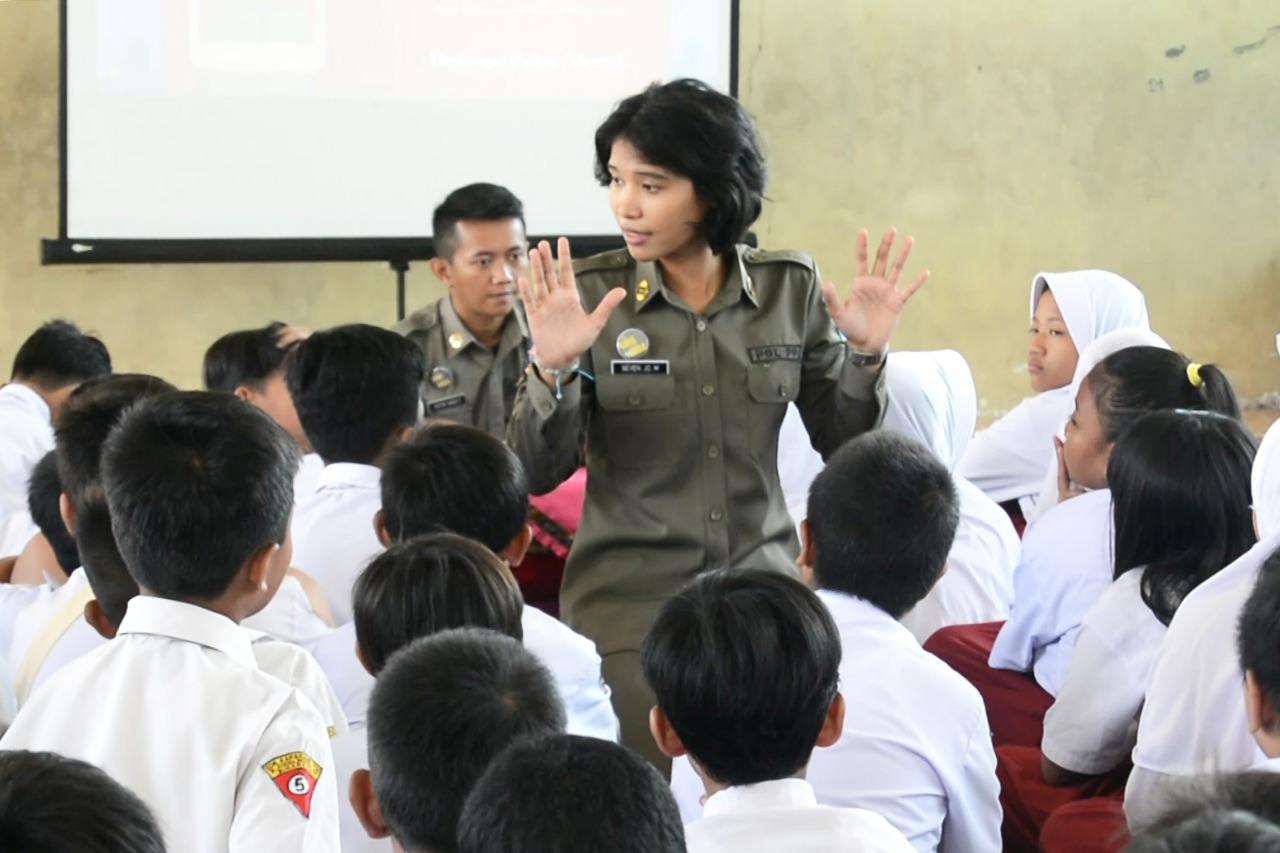 Satpol PP Surabaya Goes to School, Himbau Anak SD Bijak Pencegahan Kenakalan Remaja