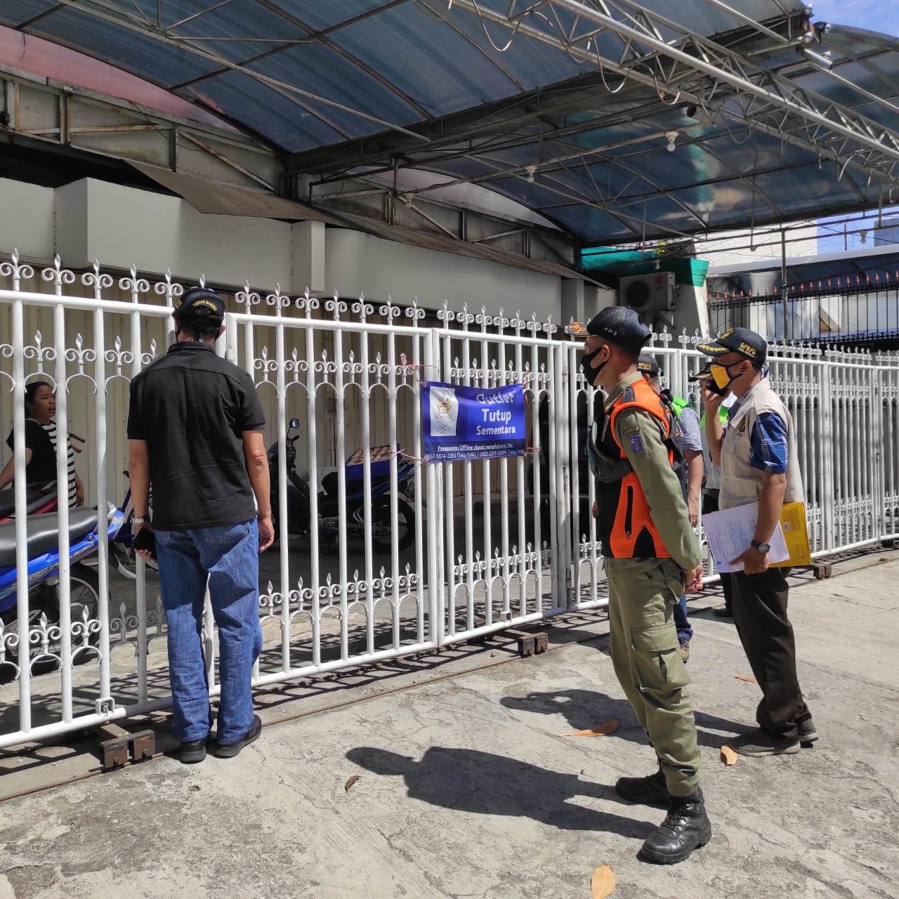 Satpol PP Surabaya Dampingi  BPKPD: Incar Warga Tak Tertib Bayar Pajak